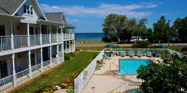hotels in Door County - Bay Breeze Resort