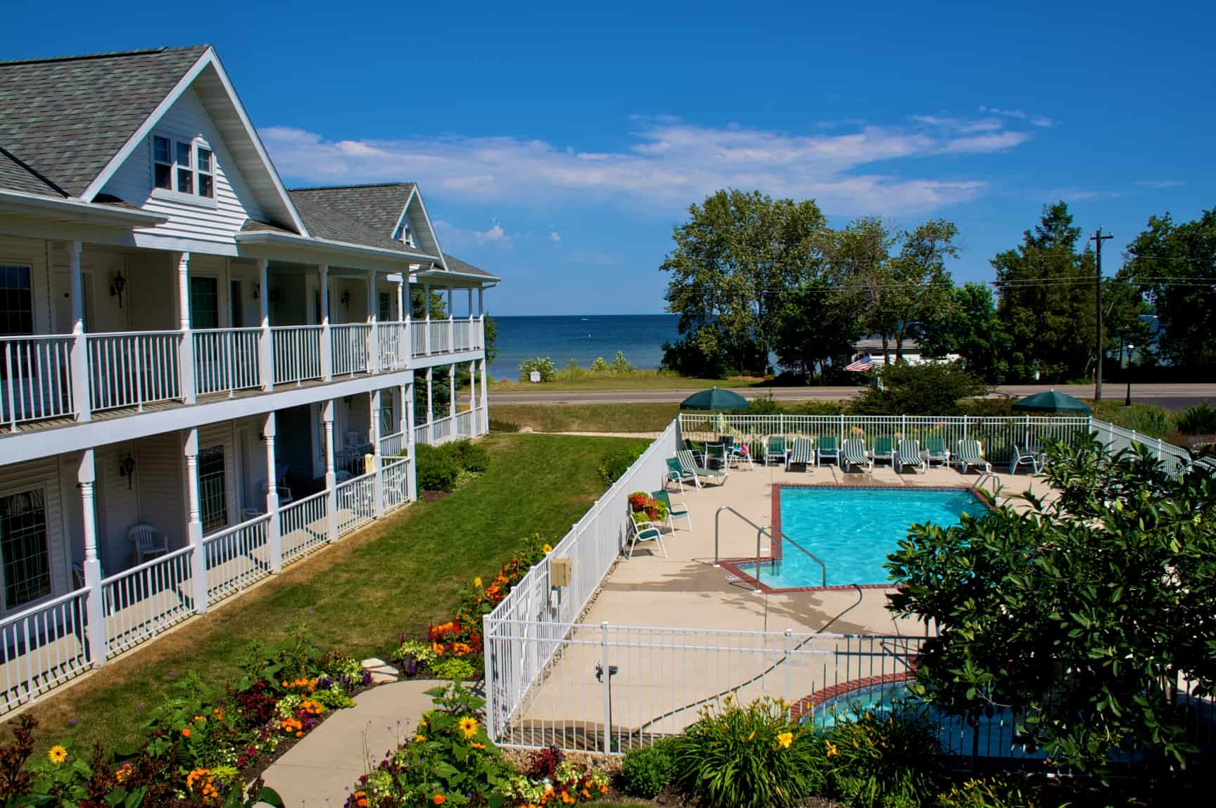 Bay Breeze Resort Lands the Cover of 2016 Wisconsin Lodging Directory