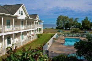 For Your Summer Vacation, Bay Breeze Resort Has Your Door County Lodging