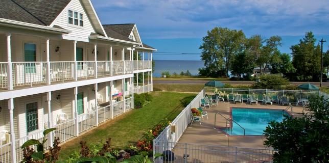 Door County lodging - Bay Breeze Resort