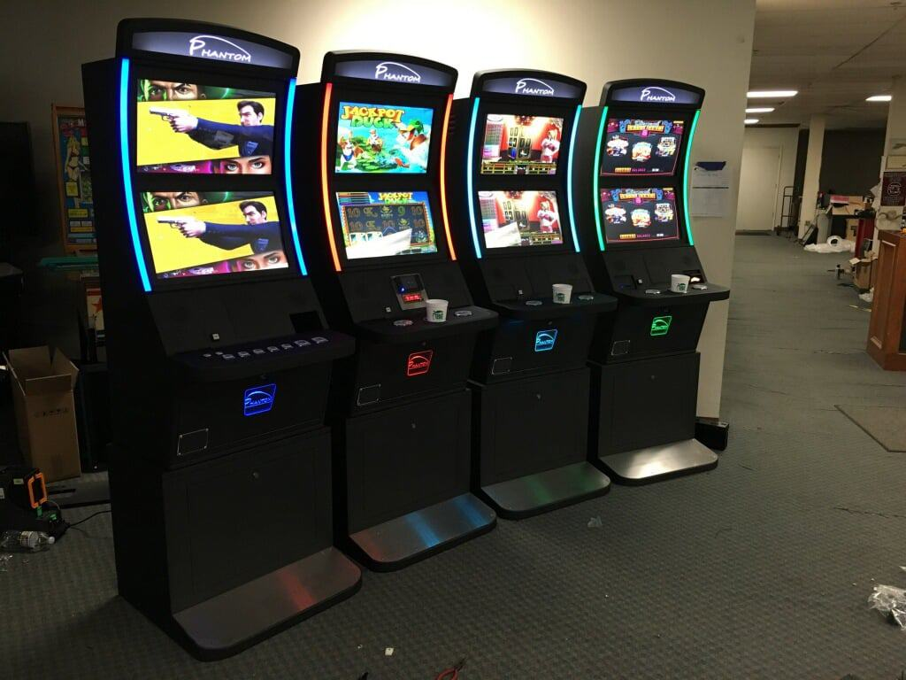 Spice up your games with vertical and dual screen metal cabinets