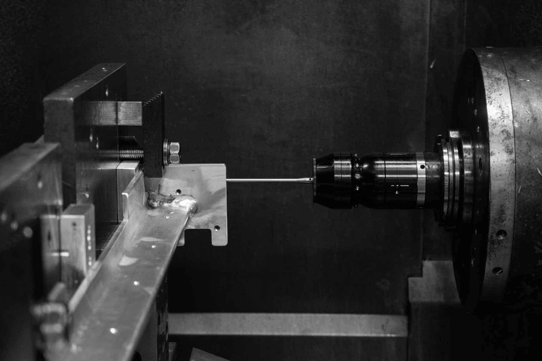 CNC horizontal milling machine makes tight-tolerance parts